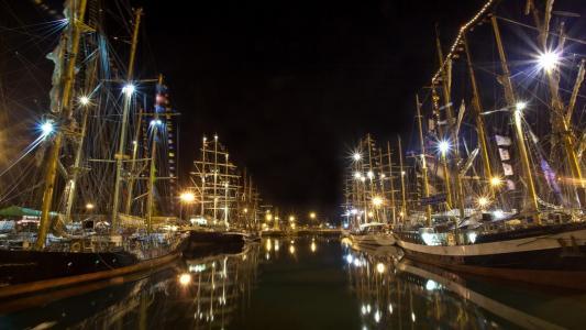 复古风帆船在晚上壁纸平静的港口