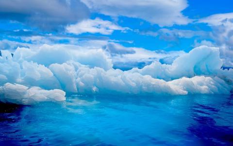 蓝色壁纸上的冰