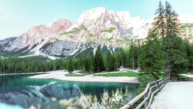 雄伟壮观的雪山图片