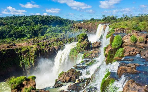 高清壮观的瀑布风景图片