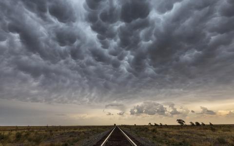 铁路轨道云高清壁纸