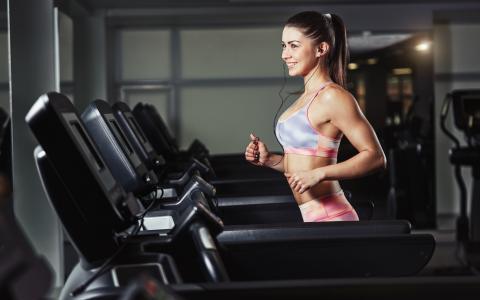 女孩,健身房,运行,跑步机,微笑,体育,耳机壁纸