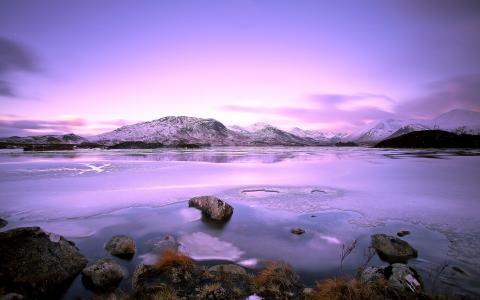 冬季湖冰紫色风景高清壁纸