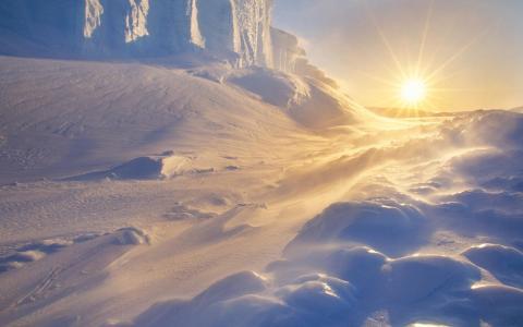 明亮的太阳和寒冷的早晨壁纸