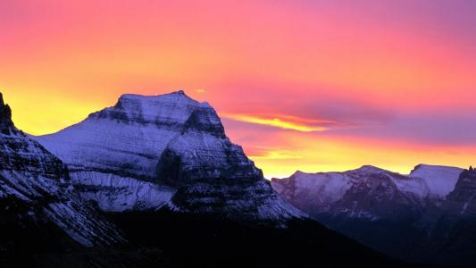 冰川国家公园壁纸上的柔和天空
