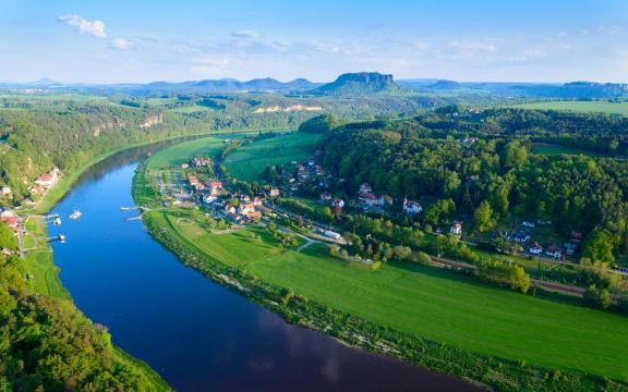 唯美欧洲小镇绿色美景壁纸