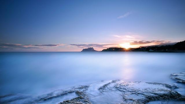 傍晚蓝色湖泊风景图片壁纸