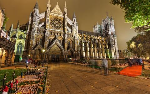 光荣的大教堂在晚上壁纸