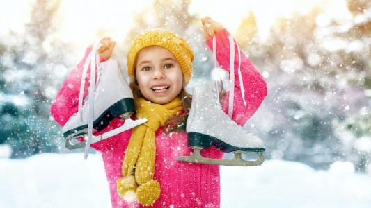 冬日女孩溜冰壁纸