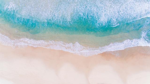 鸟瞰唯美海滩图片