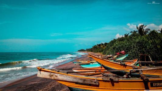 海滩上的小船壁纸