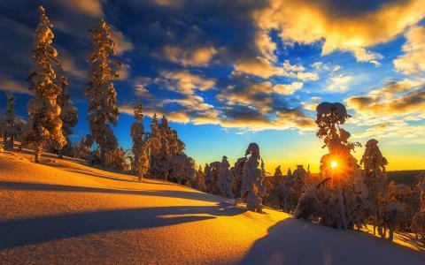 冬天,山,雪,树木,天空,云,日落壁纸