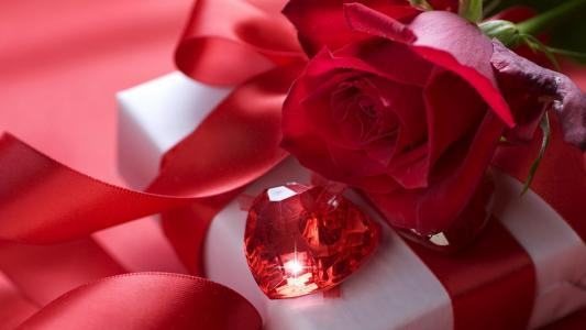 红玫瑰与精美礼品壁纸