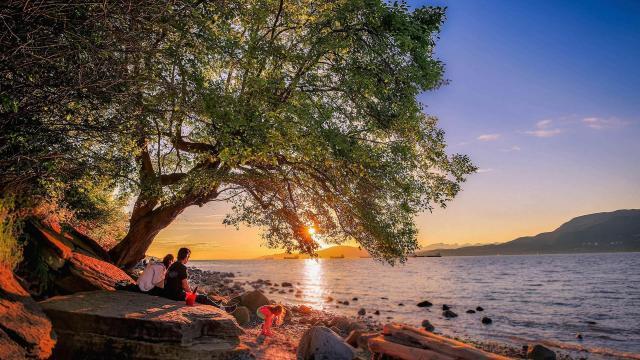 加拿大温哥华基斯兰奴海滩晚霞风景