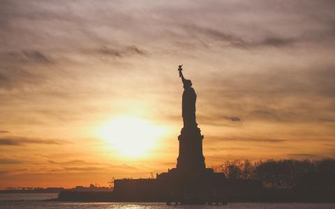 自由女神像,日落,大海,美国壁纸