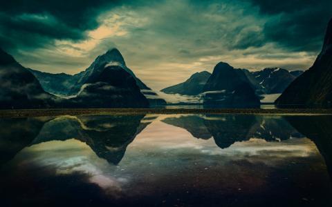 山反映在湖壁纸