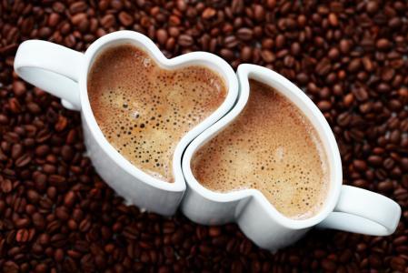 两杯,两颗心,咖啡豆