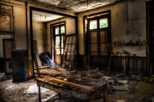 被毁坏的房子HD壁纸浅焦点摄影