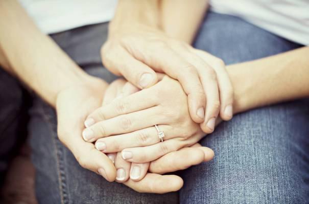 手,牛仔裤,戒指