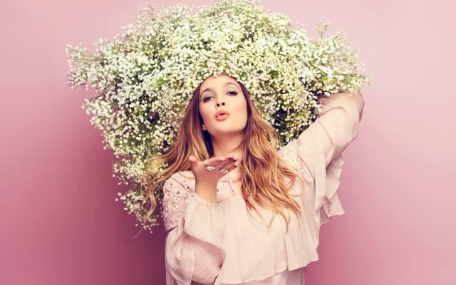 壁纸鲜花,在头上,吻,好管家,背景,女星,手势,发型,化妆,德鲁·巴里摩尔,德鲁...