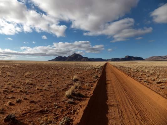 沙漠路视野高清壁纸