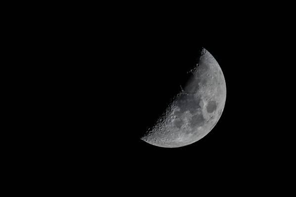 半个月亮高清壁纸