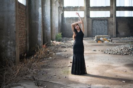 女孩, 女性, 穿黑色裙子的妇女, 妇女的废墟, 妇女, 女性, 一个人