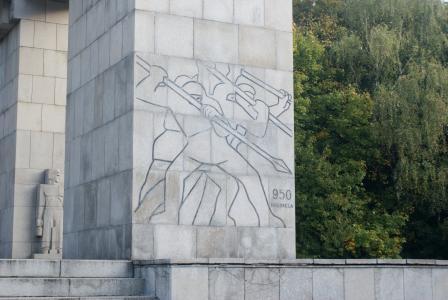 在圣坛的顶端, 芒特街, 起义法的雕像, 叛乱者纪念碑, 住宿起义, annaberg, annaberg denkmal