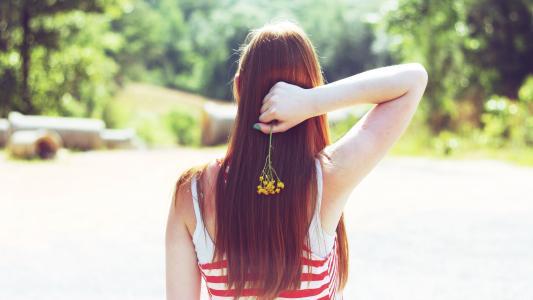 红发与长长的头发