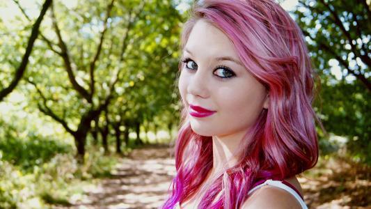 粉红色头发的女孩